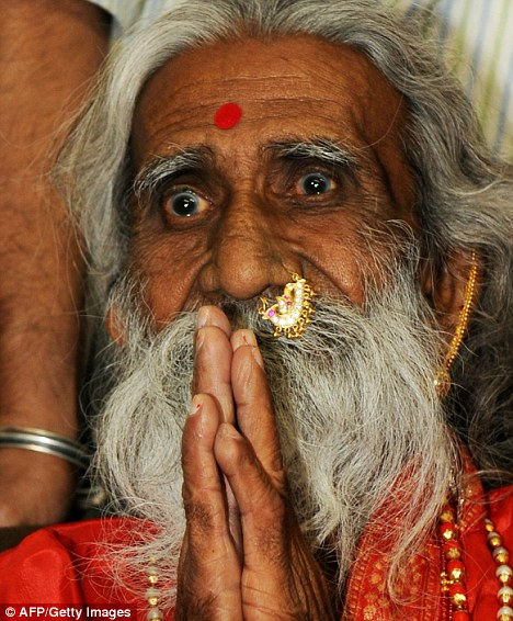 Meet the indian man who hasnt eaten or drunk anything for 70 years-3